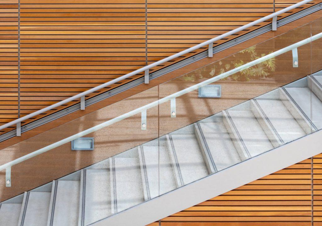 Siguranța scărilor cu balustrade din sticlă